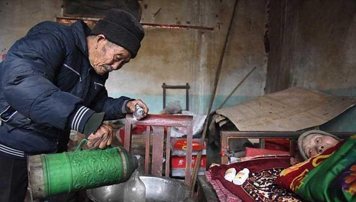 anciano-chino-cuida-esposa-1