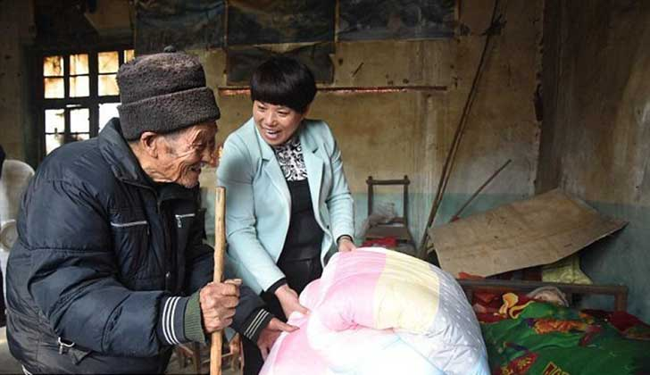 anciano-chino-cuida-esposa-3