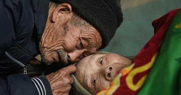 anciano-chino-cuida-esposa-4