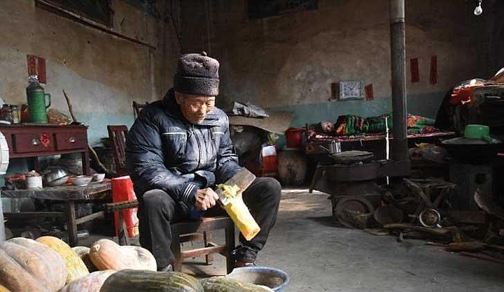 anciano-chino-cuida-esposa-5